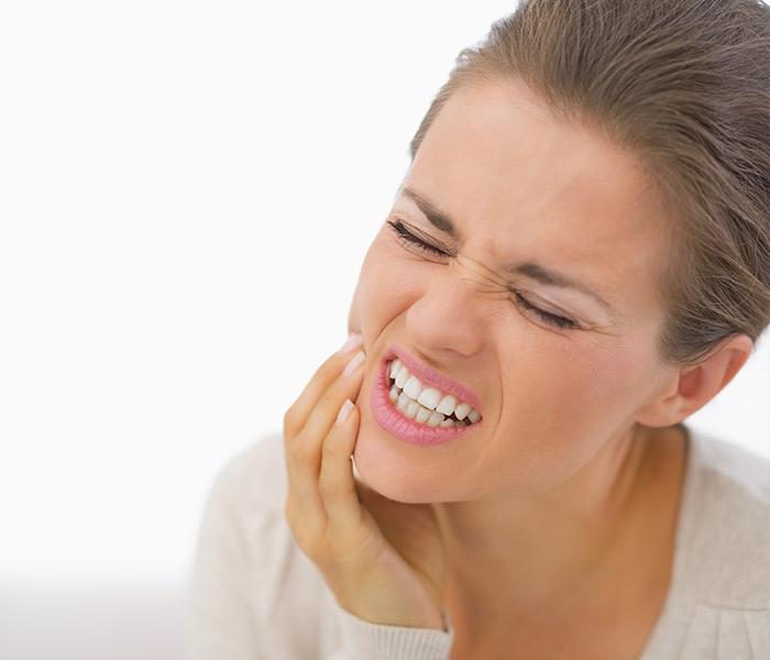 Rechinar y apretar los dientes