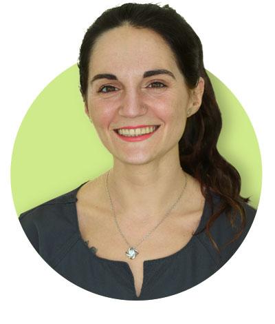 Silvia Meneses, Auxiliar de clínica